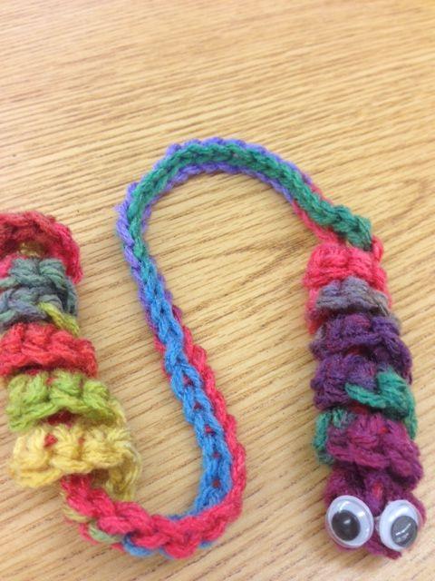 Knitted Cushion Cover Patterns : Bookworm Bookmark Haakpatronen Pinterest The ojays, Free crochet a...