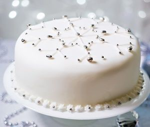 Snowflakes, Snowflake cake and Pearls on Pinterest