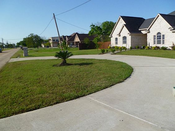 Half circle driveway new house pinterest driveways for Semi concrete house