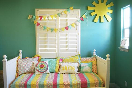 PERFECT. Bright colors, sunshine and a beautiful bunting. Jordan needs a room like this.