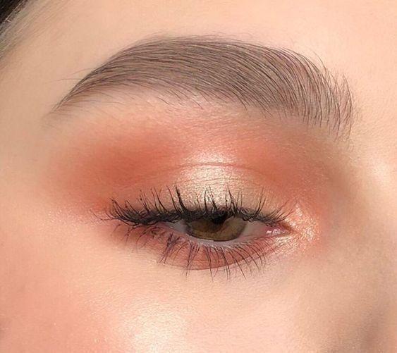 Comment obtenir un maquillage doux et glam Superbe