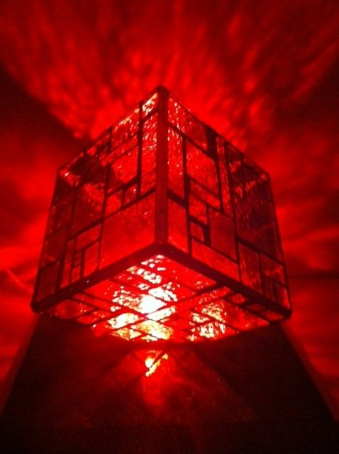 """12"""" red stained glass cube lamp"""