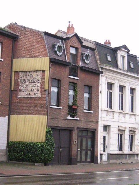 ????  (Zwartzustersvest 49, Malines -Belgique) Néoclassique datant de 1800 - 1850