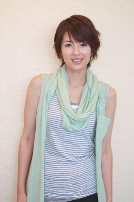 吉瀬美智子のボーダー柄シャツ