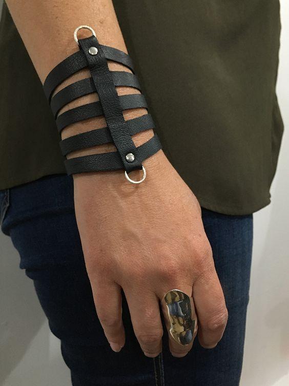KENA - Cuir noir et anneaux argent - inspiration Kendall Conrad