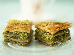 Ganz einfach: Die türkische Spezialität Baklava selber machen   eatsmarter.de - Nachtisch