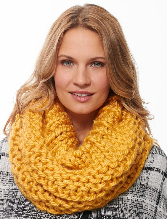 Knitting Patterns Scarf Size 19 Needles : Knit cowl, Free pattern and Circular knitting needles on Pinterest