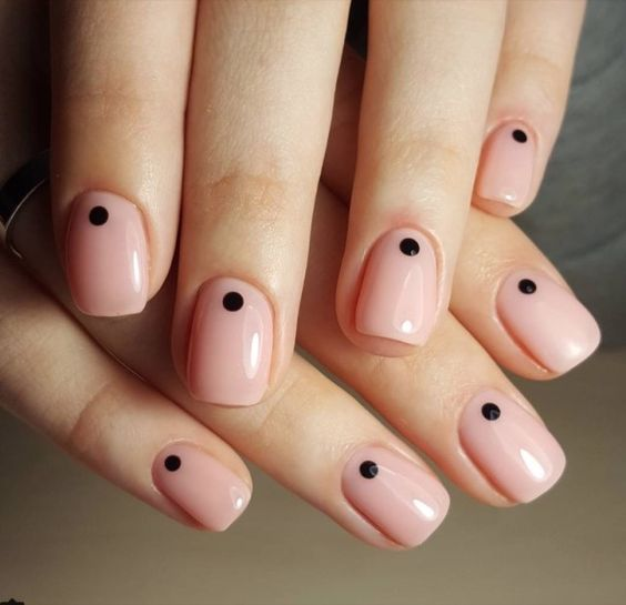 ClioMakeUp-nail-art-unghie-corte-facili-semplici-eleganti-moda-manicure-pois-righe-puntini-3