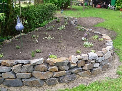 Hochbeet aus Natusteinen Gartenideen Pinterest Hochbeet - garten steinmauer selber bauen