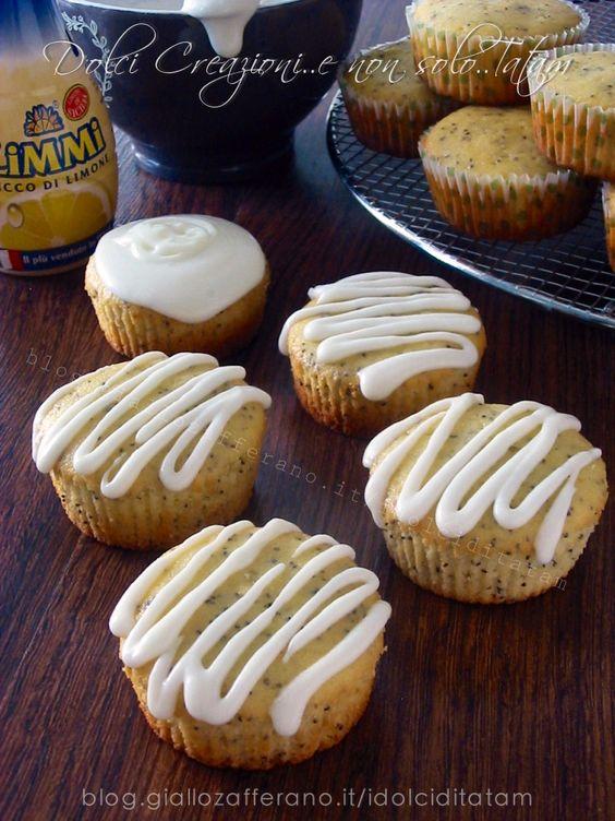 Muffin al limone e semi di papavero, con glassa al limone
