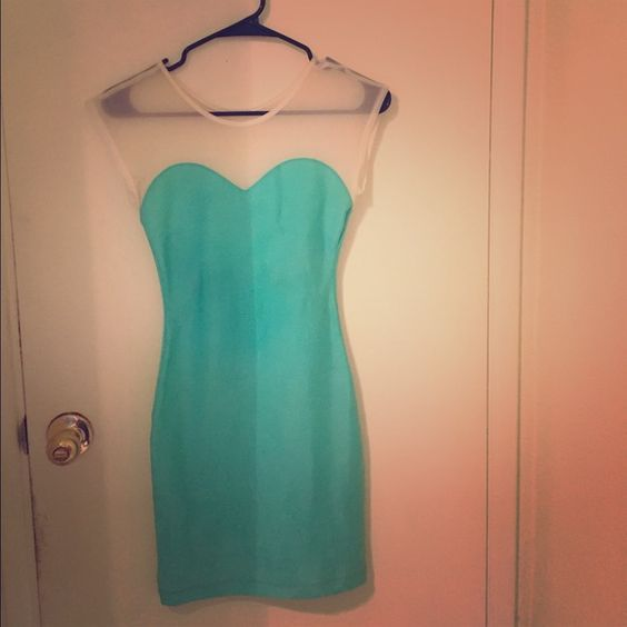 American Apparel* sweetheart dress Sweetheart body con dress in scuba kind of material from American Apparel. Size on dress says xs/s American Apparel Dresses