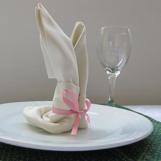 Coelhinhos de guardanapo para a páscoa by como faz, via Flickr