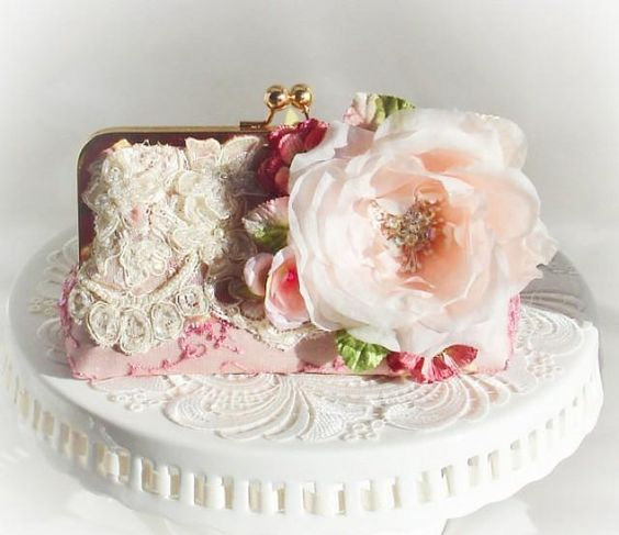 Weddbook ♥ Get this vintage style clutch specially for the Downton Abbey fans. The show inspired design and color scheme of this wedding handbag will delight fans, and the rustic style of the bag will definitely make you fall in love with it.