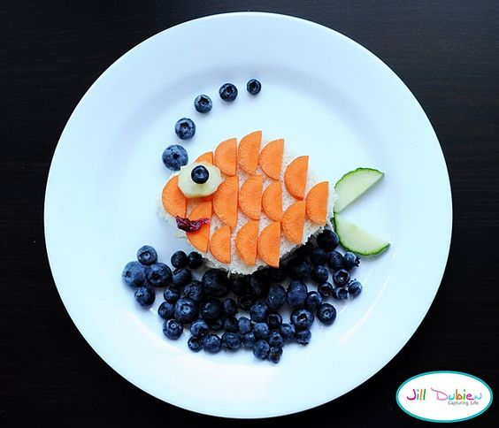 Ha ha!!! awww this is fun...whoever said you shouldn't play with your food, had no idea what they were talking about...