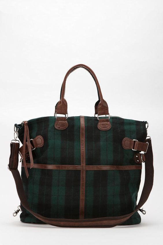 Thinking of buying this bag. Going to have to think about it. i hate dishing out $60 for a bag. this one loks worth it though :)