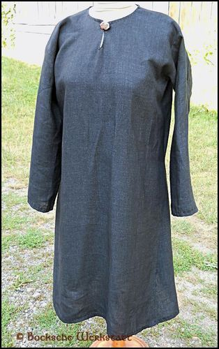 Early middle aged dress out of linen