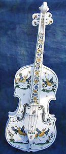 Violon-CERAMIQUE-PEINT-MAIN-EN-FAIENCE-DE-MOUSTIERS-Violin-pottery