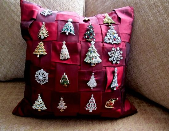 High Quality What A Fun Way To Enjoy And Display A Collection Of Vintage Christmas Pins!