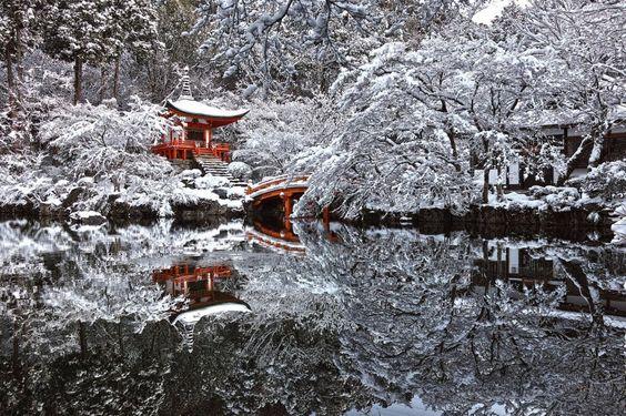 Templo em Kyoto, Japão, após uma tempestade de neve http://misteriosdomundo.org/16-imagens-assombrosas/