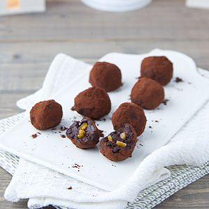 Ces bouchées fortes en cacao nous font rouler de plaisir. Apprenez à les confectionner avec notre sélection de 20 recettes qui fleurent bon la gourmandise !