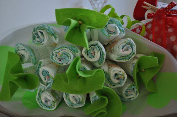 Luierboeket Lime: 10 basic bloemen en 5 luxe vilt bloempjes.