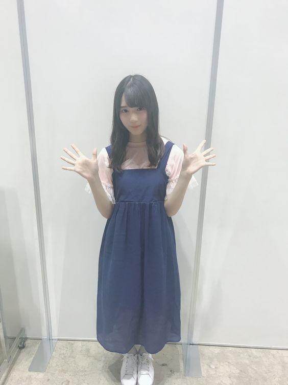 青ジャンスカの小坂菜緒