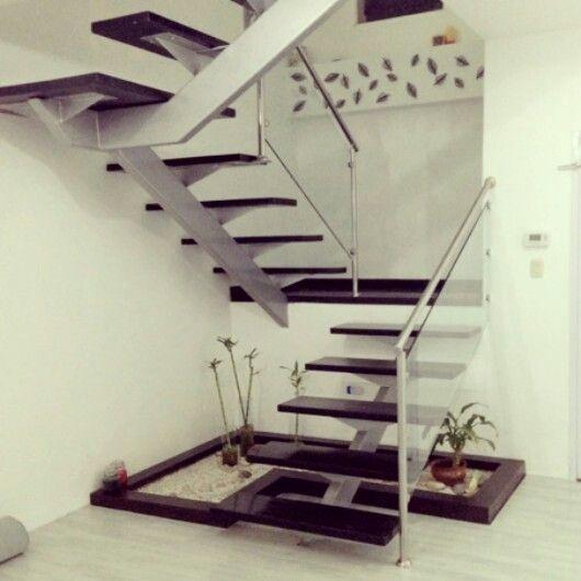 Aprovecha ese espacio bajo la escalera ac te presentamos - Escaleras de jardin ...