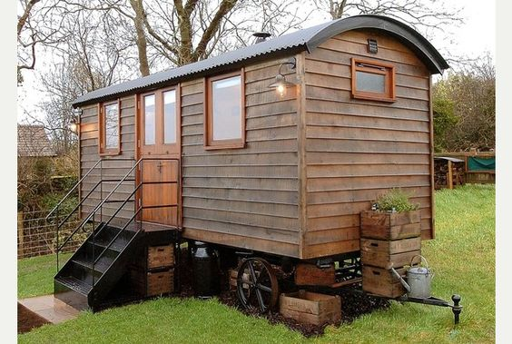 Luxury shepherd 39 s hut western daily press small for Small hut plans