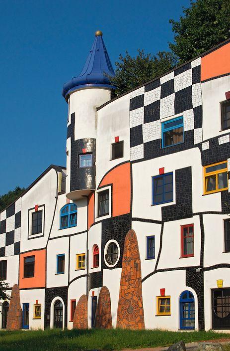 Kunsthaus art house in rogner bad blumau spa town for Architecture hundertwasser