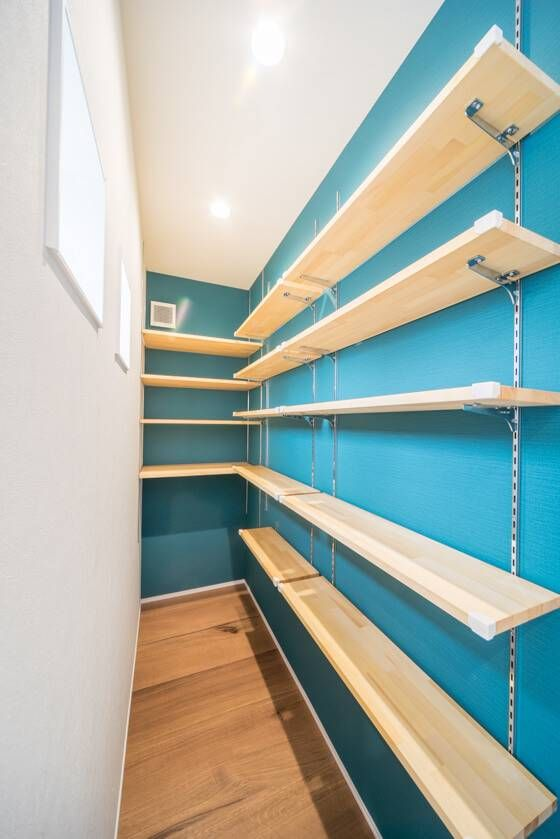 キッチンに便利なパントリー 広さ 奥行き 可動式の棚について