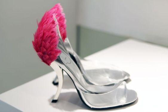 #RogerVivier Rendez-vous collection 2014 Comma heel, feathers.