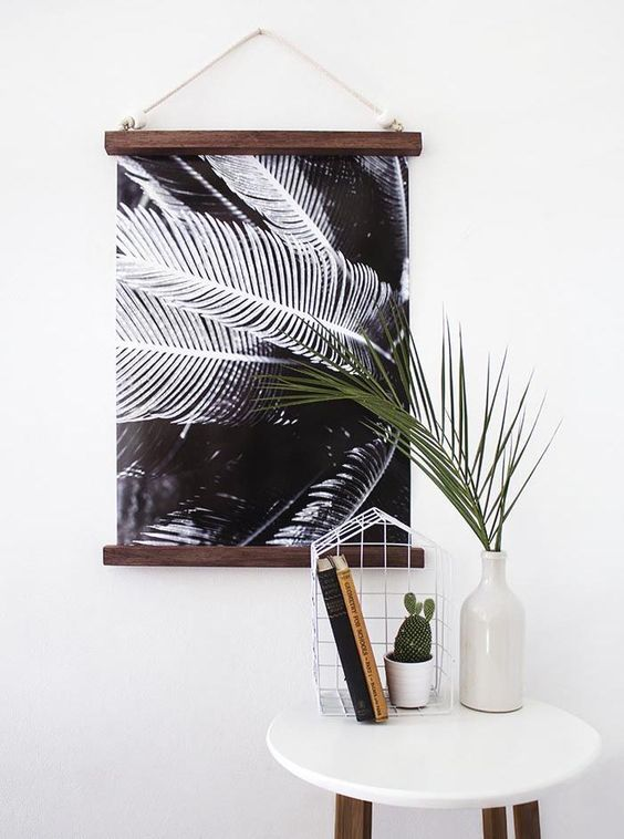 diy hanging half frame or similar with paint sticks and magnets https