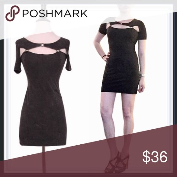 """Dark gray cut out bodycon dress ➖BRAND: Mustard Seed  ➖SIZE: Small    ➖LENGTH: 30""""    ➖SHOULDERS: 13.5""""    ➖BUST: 14""""    ➖WAIST: 13""""    ➖HIPS: 15"""" ➖STYLE: Dark gray/ charcoal bodycon dress with front and back cutouts connected with metal rings. Mustard Seed Dresses Mini"""