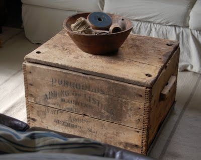 Love this crate/coffee table.  Love the handles, dovetail joints, lid...