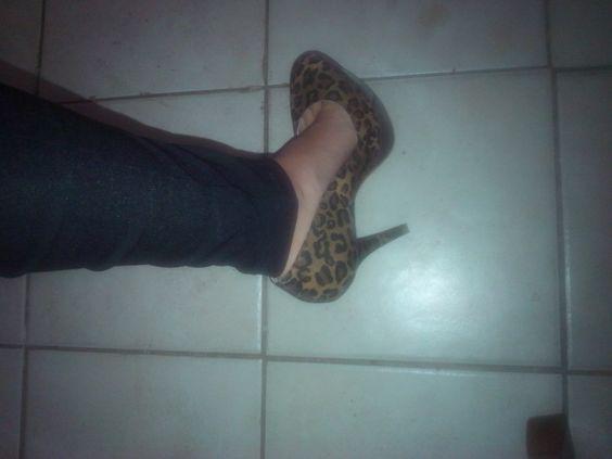 Mis zapatos  tigrillos Andrea!