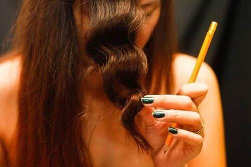 Mách bạn 3 cách làm tóc xoăn tại nhà nhanh nhất, không cần máy
