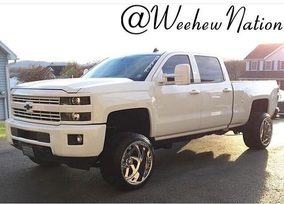 @ryanwilkinson24 knows how to flex in that all white!!! #Lml #lmlduramax #Duramax #DuramaxDiesel #White #paintmatch #WhiteAndBlack #AmericanForce #AmericanForces #Forces #AmericanForceWheels #Stance #TowMirrors #Chrome #Chevrolet #ChevyAllDay #chevysilverado #Silverado2500hd #2015 #Flexing #Clean #fourdoorsmorewhores