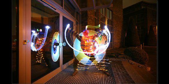 Fotografía tomada con mucho tiempo de exposición para jugar con la luz - Light Art Performance Photography
