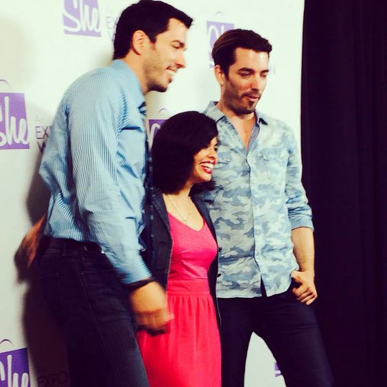 Drew and Jonathan Scott at a meet and greet in Chattanooga Tennessee! :)