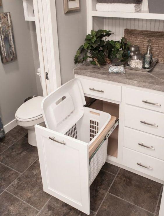Корзина для белья в дизайне ванной