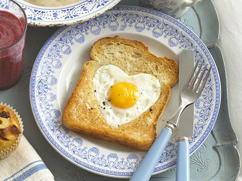 This heart-shaped egg would make a fun surprise breakfast for dad on Father's Day and only takes a few minutes to prepare. 11 Father's Day Ideas, Gifts, and Quotes!