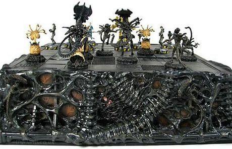 Alien Chessboard