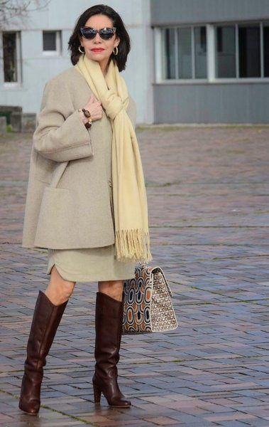 На более прохладную погоду - пальто расклешенного варианта