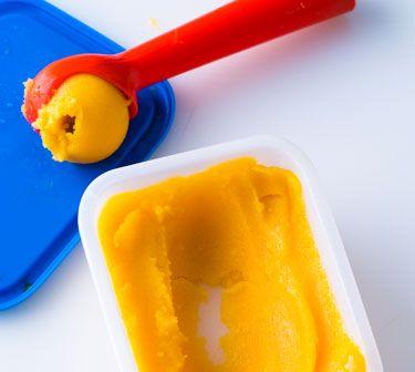 """Rezept für sommerliches Mangosorbet mit Minze aus dem Buch """"Eis & Sorbets"""" ⎜GU http://www.gu.de/magazin/kochen-und-geniessen/573187-sommerliche-sorbet-rezepte/"""