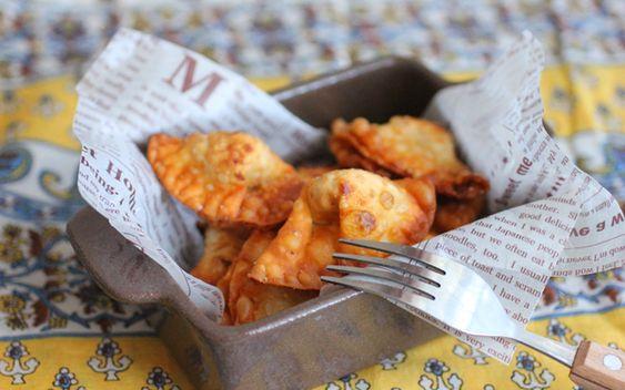 ピクニックデートにおすすめ! 多様なアレンジもできる餃子の皮でつくるサモサ|ウーマンエキサイト コラム