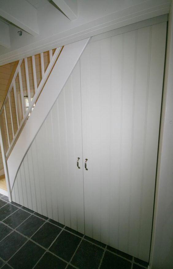 Onder de trap is er vaak een leegte die nochtans heel praktisch kan...