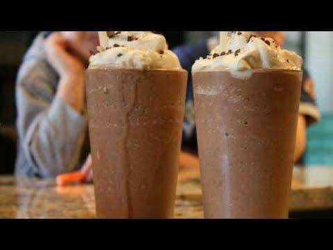 تحلية رمضانية مشروب الشوكولاته البارد بمذاق منعش ميلك شيك تحفة وسهل التحضير ومكونات مت Frozen Hot Chocolate Frozen Hot Chocolate Recipe Hot Chocolate Drinks