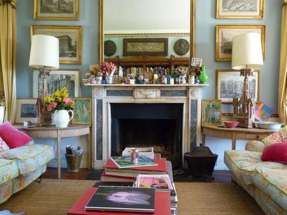 Drawing room in Regency house of Isabel and Julian Bannerman built in 1807 in Trematon Castle Courtyard, Cornwall, England. Photo: The Bible of British Taste.