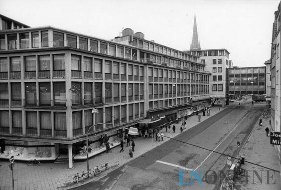 Das Kaufhaus Haerder stand seit Ende 1999 leer, 155 Mitarbeiter verloren ihre Jobs. Nur gelegentlich nutzten Mieter das Erdgeschoss. Markant war die Haerder-Brücke, die 1958 eingeweiht worden war.