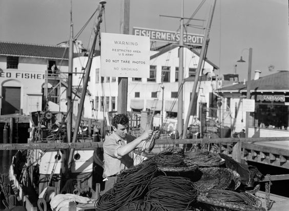 A fisherman in San Francisco in 1943. Photo: Library Of Congress The Crowley Company, Library Of Congress